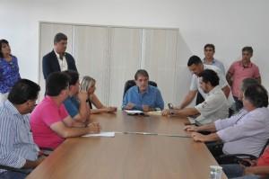 Prefeito assina contrato e ordem de serviço para a construção do viaduto da Rua Uberaba